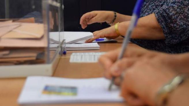 Imagen de un colegio electoral durante unas elecciones.