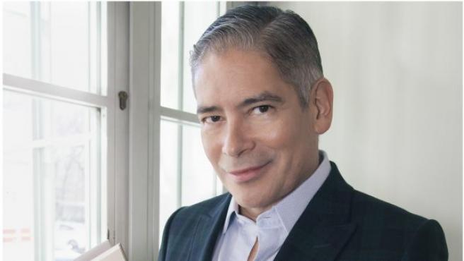 El autor Boris Izaguirre con su nueva novela autobiográfica, 'Tiempo de tormentas' (Planeta)