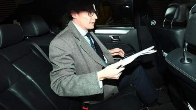 El consejero delegado de Cambridge Analytica, Alexander Nix, a su salida de las oficinas en Londres, Reino Unido.