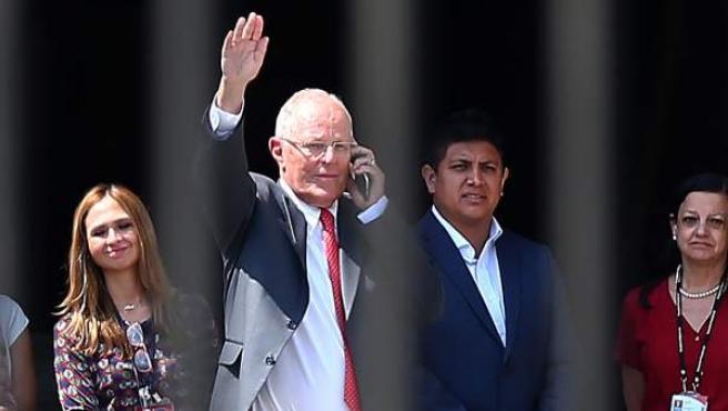El presidente de Perú, Pedro Pablo Kuczynski, abandona el Palacio de Gobierno en Lima, tras renunciar al cargo y despedirse de funcionarios y trabajadores.