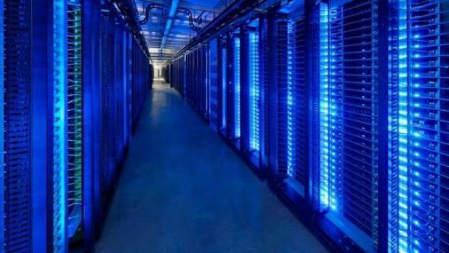 Servidores en un centro de datos de Facebook, en Lulea (Suecia).