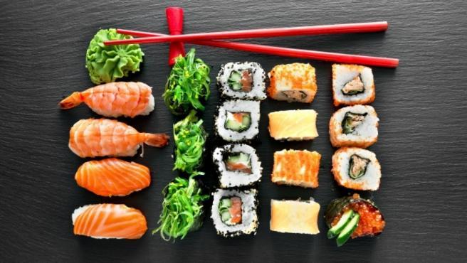 Wasabi en una tabla de sushi.