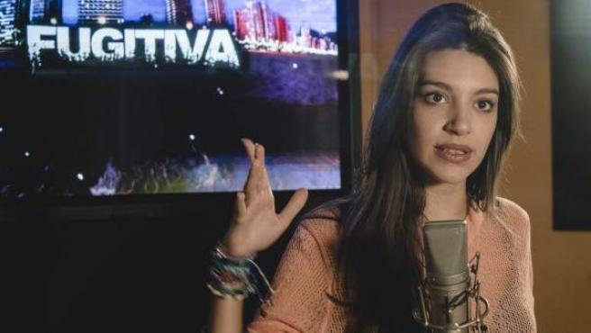 La cantante Ana Guerra, durante la grabación de la sintonía de 'Fugitiva'.