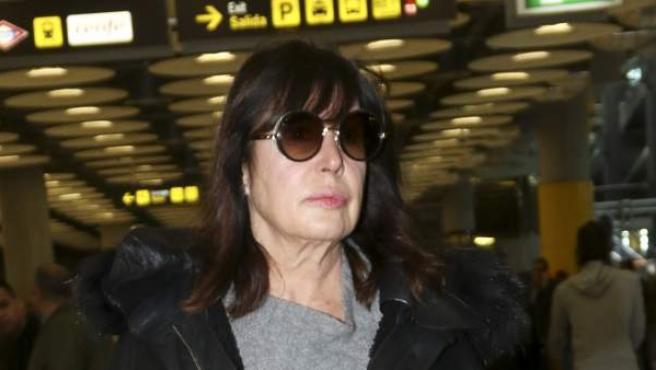 Carmen Martínez Bordiú, en el aeropuerto de Barajas.