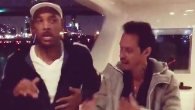 Marc Anthony y Will Smith, bailando salsa.