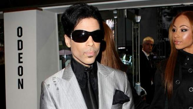 La muerte del icónico artista se produjo el 21 de abril de 2016 por una sobredosis de opiáceos. En sus 57 años de vida aprendió a tocar 20 instrumentos.