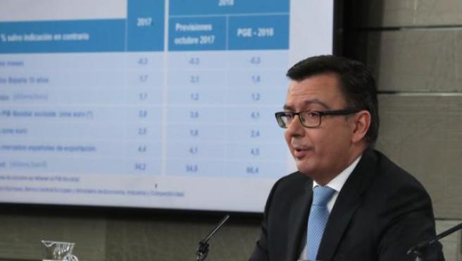 El ministro de Economía, durante la rueda de prensa posterior al Consejo de Ministros.