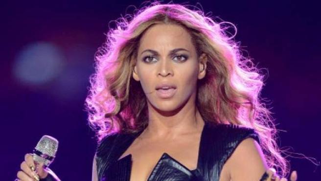 Beyoncé actúa durante un intermedio de la SuperBowl.