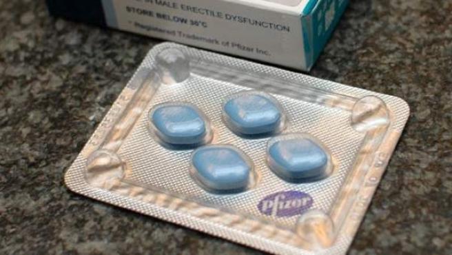 Envase y píldoras de Viagra, el fármaco de Pfizer.