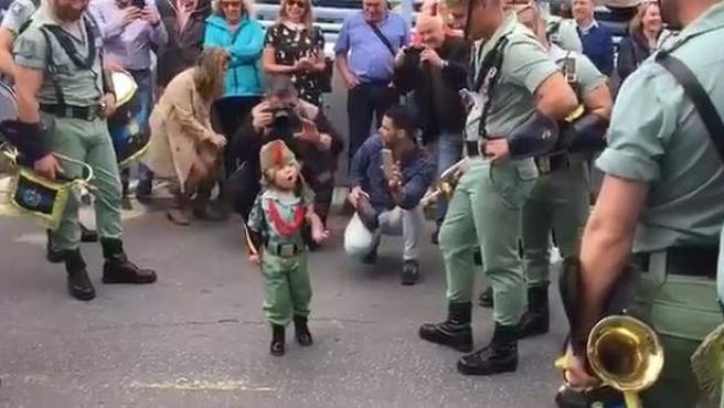 Yoel Extremera, el niño legionario de la Semana Santa.