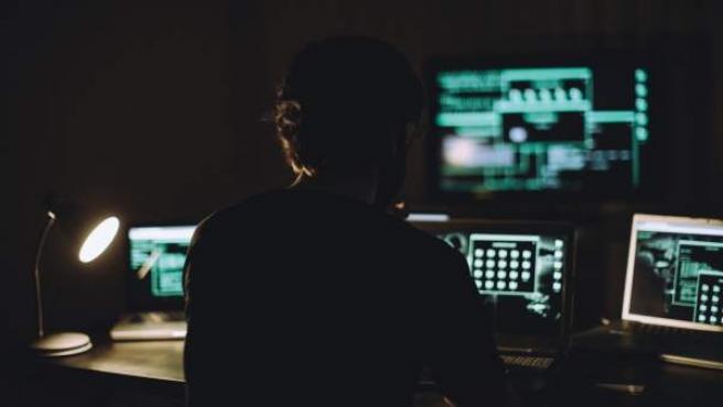 El ciberespacio es el nuevo campo de batalla para los cuerpos policiales y los servicios de inteligencia de todo el mundo.