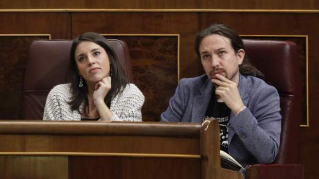 Pablo Iglesias e Irene Montero, en una sesión plenaria del Congreso, el pasado octubre de 2017.