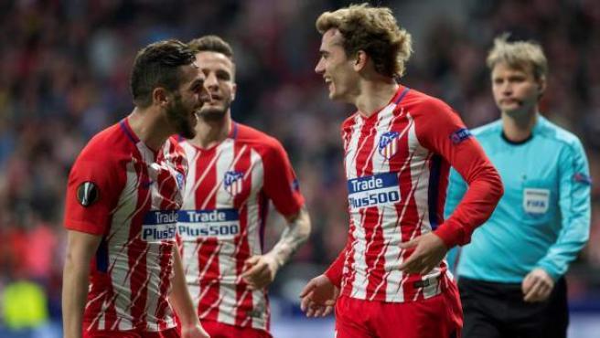 Griezmann y Koke celebran el gol del galo en el Atlético - Sporting.