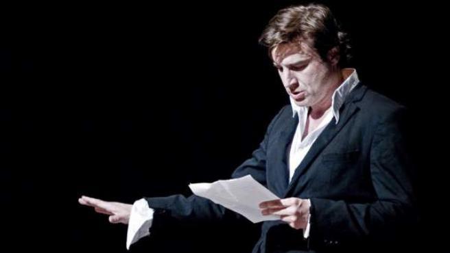 El actor Alberto San Juan interpreta 'Autorretrato de un joven capitalista español'.