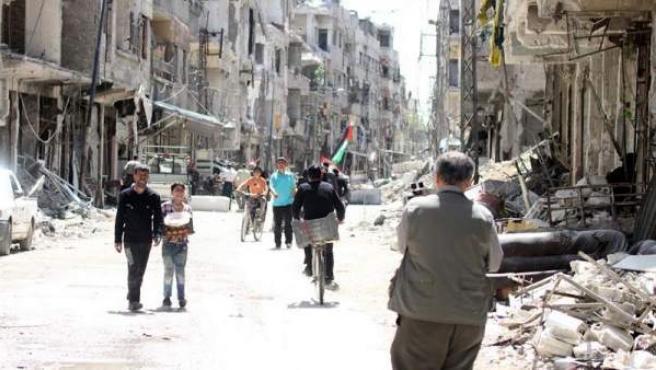 Edificios destruidos por los bombardeos en la ciudad de Zamalka, en Guta Oriental (Siria), recapturada a los rebeldes por el Gobierno sirio.