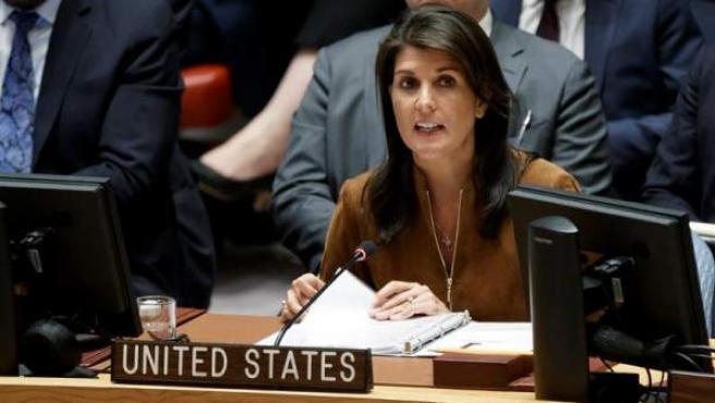 La representante permanente de EE UU ante las ONU, Nikki Haley, durante la reunión de emergencia del Consejo de Seguridad en respuesta a un presunto ataque con armas químicas en Siria.