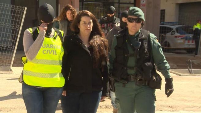 La Guardia Civil detiene a una integrante de los CDR en Viladecans.