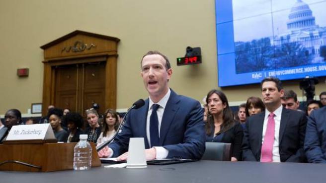 Zuckerberg testifica ante el Congreso de EE UU.