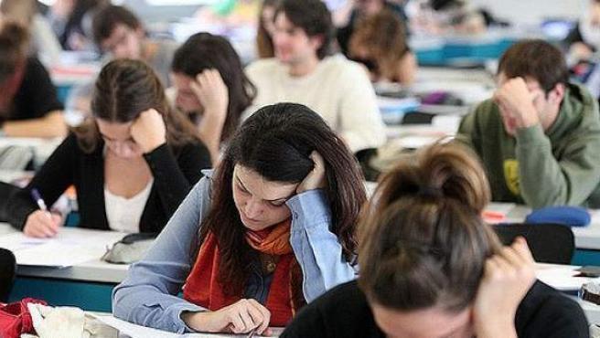 Estudiantes universitarios durante una clase.