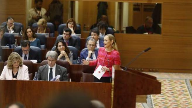 Cristina Cifuentes durante un pleno en la Asamblea de Madrid.