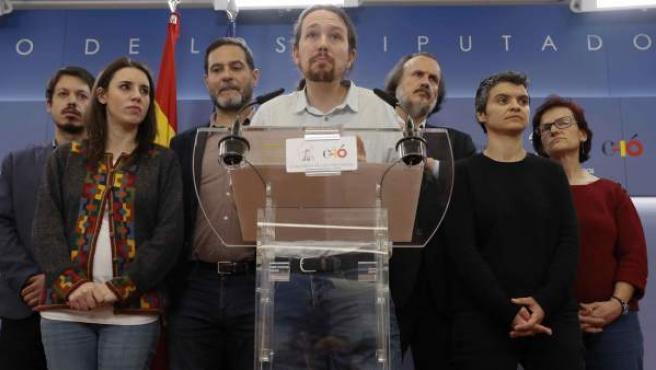 El líder de Podemos, Pablo Iglesias (c), junto a otros miembros de Podemos.