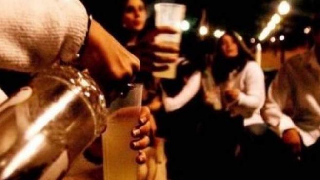 La ponencia pide prohibir la bebida de alcohol en la calle.