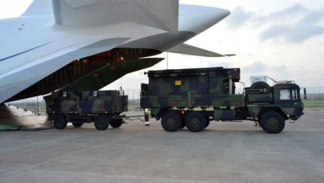 Descarga de una Central de Información y Coordinación en la base aérea de Incirlik.