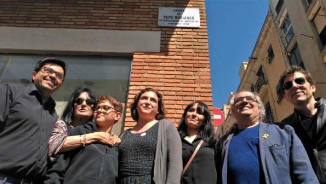 La alcaldesa de Barcelona, Ada Colau, en la inauguración de la calle Pepe Rubianes.