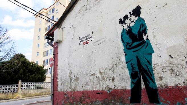 La que podría ser la primera obra del grafitero Banksy en España, aparecida en El Ferrol.