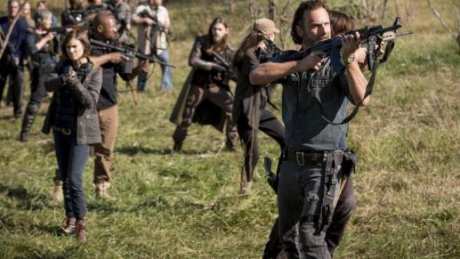 Rick y los suyos en una escena del último capítulo de la octava temporada de 'The Walking Dead'.