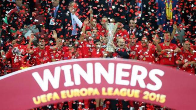 El Sevilla levanta su cuarta Europa League.