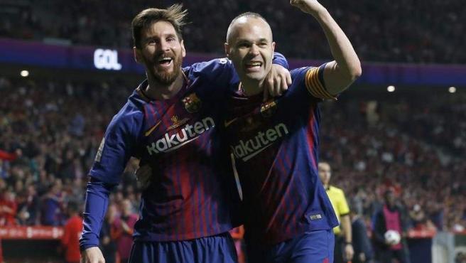 Iniesta y Messi celebran el 4-0 ante el Sevilla.