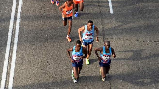 Imagen de la cabeza de carrera de la maratón de Madrid.
