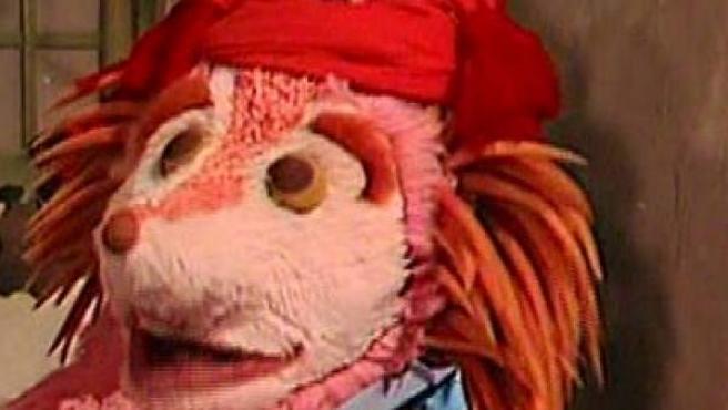 Dentro de este muñeco se encontraba la actriz Chelo Vivares. Era un erizo infantil de color rosa de tamaño como un adulto. Junto a su inseparable amigo Don Pimpón convivía en un barrio con muchos vecinos y amigos. Además de ser un personaje destacado para toda la población infantil, inspiró una canción llamada Espinete el primer punki, del grupo de música Krucifix Hole.