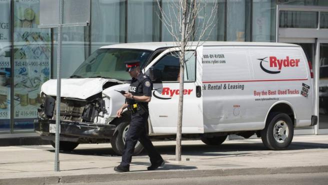 La furgoneta que ha arrollado a varios peatones en Toronto.