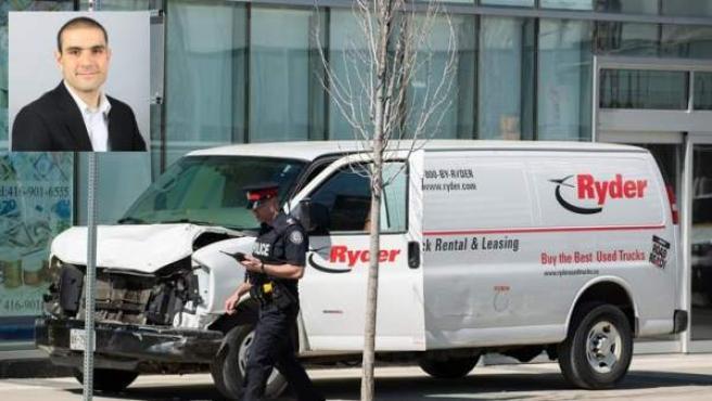 La furgoneta que arrolló a varios peatones en Toronto y, en el recuadro, el conductor del vehículo, Alek Minassian, detenido por la Policía.