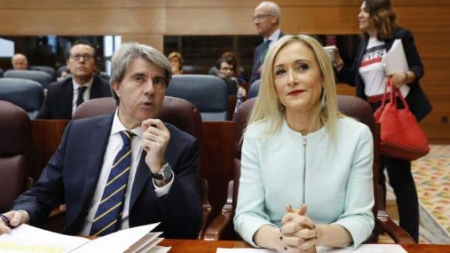 Garrido, en la Asamblea de MAdrid con Cifuentes, a la que sustituye como presidente interino.