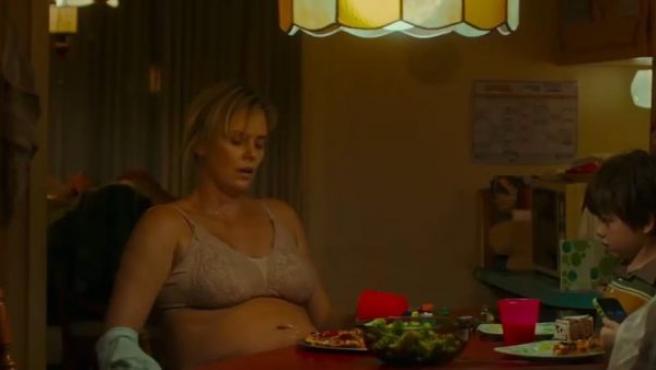 Charlize Theron engorda 22kg para su nueva película.