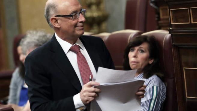 Cristóbal Montoro, ministro de Hacienda, durante el debate de los presupuestos en el Congreso.