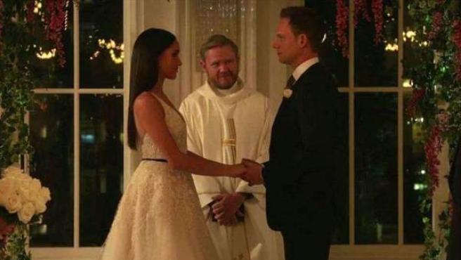Meghan Markle, en su papel de Rachel Zane, se casa en el último capítulo de la séptima temporada de 'Suits'.