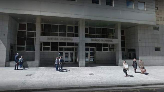 Entrada principal de la Audiencia Provincial de Bizkaia, en Bilbao.