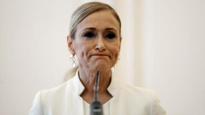 Cristina Cifuentes durante la rueda de prensa ofrecida, en la que ha anunció su dimisión como presidenta de la Comunidad de Madrid.