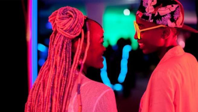 Fotograma de la película keniata 'Rafiki', de la directora Wanuri Kahiu, que ha sido censurada en el país antes de su estreno en Cannes por mostrar un amor lésbico
