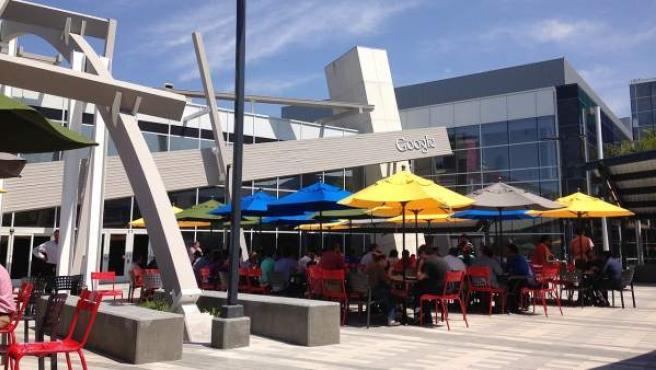 Imagen de una terraza en la sede de Google en Mountain View, California.