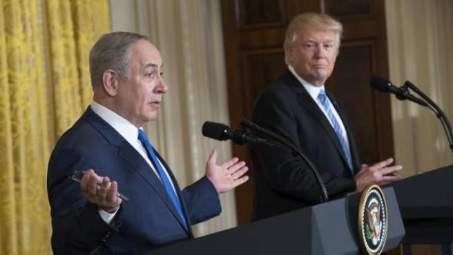 Donald Trump (derecha), con Netanyahu en una rueda de prensa en la Casa Blanca en 2017.