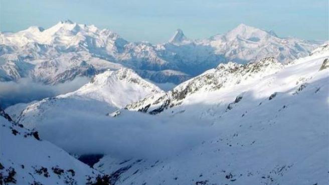 Vista de los Alpes suizos del cantón de Valais.