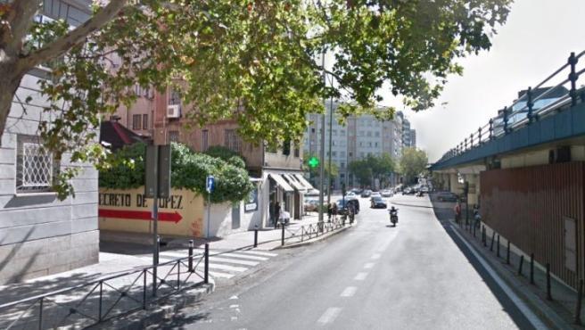 En el atentado murieron siete personas (6 militares y un civil) y otras 36 resultaron heridas. En la imagen, la calle Joaquín Costa hoy en día.