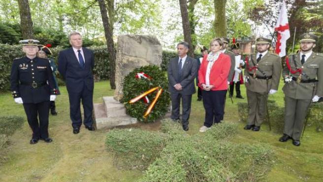 Ofrenda floral en el homenaje a Pedro Velarde