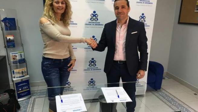 Valladolid.- Silvia Sáez y Javier García, en la firma del convenio