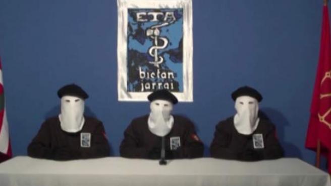 ETA durante un comunicado.